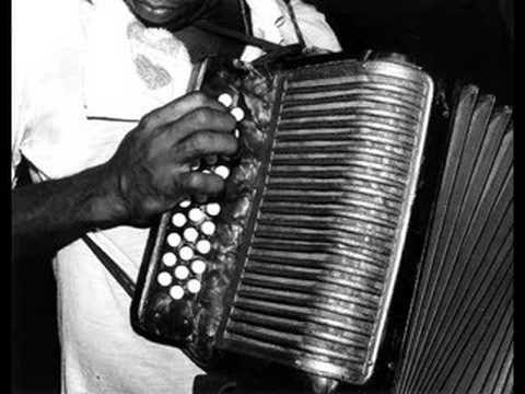 Cumbia Llora Acordeón (cumbia colombiana):'La vieja del acordeón'.