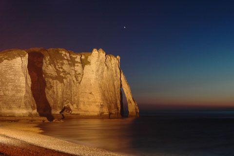 Etretat - Location de gites en Normandie . Découvrez cette jolie balade Normande sur la Cote d'Albatre .. Bises à tous ... Valérie ... www.martinaa.fr