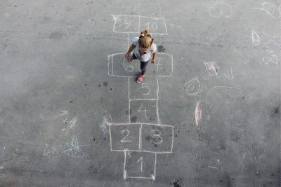 Na een schooldag vragen veel ouders 'Hoe was het vandaag?' aan hun kinderen. De kans is groot dat het antwoord vaak hetzelfde is. De Amerikaanse moeder Sar...