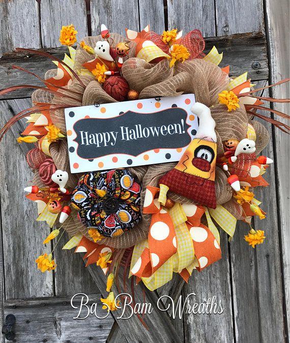 Maíz de caramelo Halloween guirnalda primitivo Halloween guirnalda, guirnalda de Halloween, Halloween la puerta, decoración de la calabaza, Halloween guirnalda de la malla ¡Feliz Halloween! 🎃 Es por lo lindo del maíz de caramelo, es tan dulce! ¡Deje que su puerta/entrada/repisa saludar la temporada de Halloween en estilo! Un montón de detalles de los volantes de malla naranja y arpillera, diversión cintas de lunares y patrones de cuadros, adornos naranja, aerosoles swirly, floral...