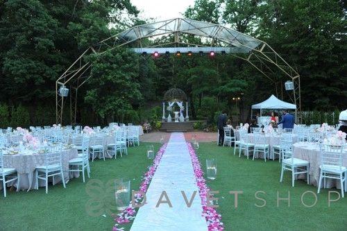 """Doğayla iç içe romantik kır düğünleri düşünenler için """"Qubbe Bahçe"""" doğru bir seçim olabilir."""