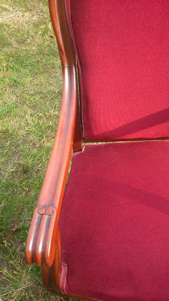 Fauteuil voltaire est en vente sur notre Brocante en ligne par bougant Plus de photos et contact à cette adresse : http://www.lesbrocanteurs.fr/annonce-antiquaire/fauteuil-voltaire/