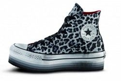 I piedistalli alle sneakers: Converse alte platform Converse All Star maculate