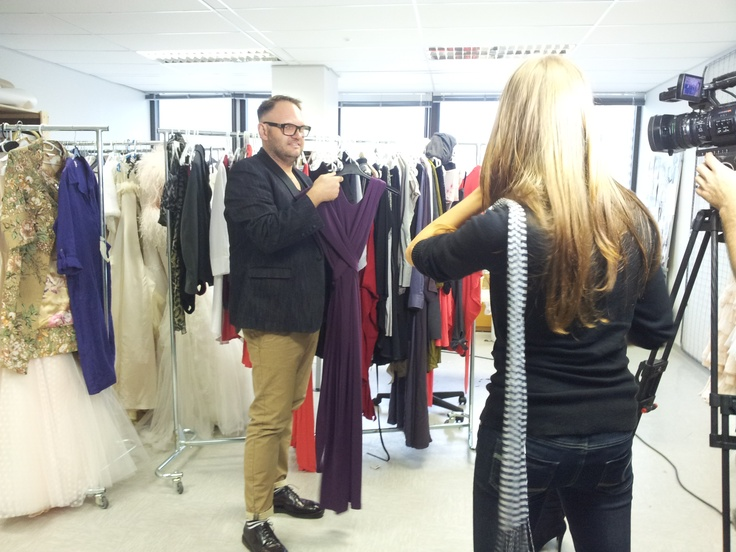 Fashion Director Chris Viljoen presents the HABITS 8-in-1 dress to the TV crew of kykNET Bravo! Click here to see the dress in the shop: http://bit.ly/K3tu8a
