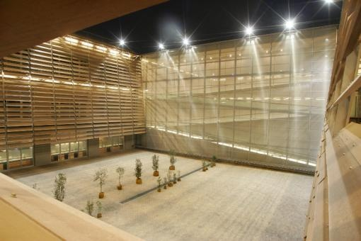 Benaki Museum by HAVER and BOECKER (Athens, Greece). Sun Protection made from wire mesh.