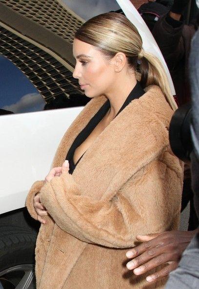 Kim Kardashian - Kim Kadashian Takes Nori Out for a Stroll
