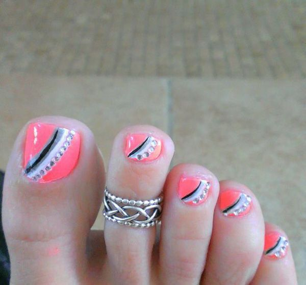 A cute looking pink, gray, black and white themed toenail art design. Start out with a bright pink base and add thin diagonal lines of black, gray and white polishes on top. You can also add tiny silver beads to make the design stand out more.