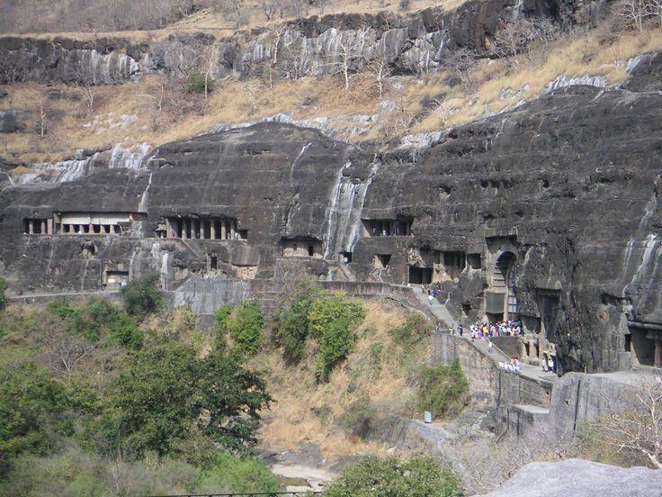 Les grottes d'Ajantâ vues de l'extérieur.