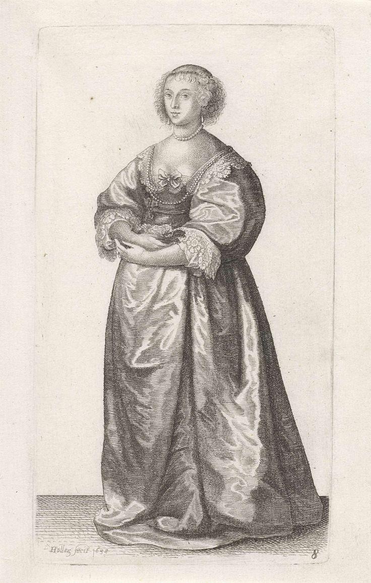 Wenceslaus Hollar | Ornatus Muliebris Anglicanus (The Clothing of English Women), Wenceslaus Hollar, 1638 | Engelse dame, met het haar strak naar achteren gekamd maar op het voorhoofd en vanaf de slapen hangende, gefriseerde krullen. Druppelvormige oorhangers en rond de hals een parelsnoer. Gekleed in een japon bestaande uit een kort lijf met lage rechte halsuitsnijding, hoge taille, wijde 7/8 mouwen, op een lange, ruime rok enigszins slepend op de grond. In de halsuitsnijding is een…