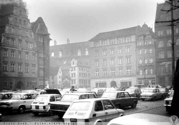 Zdjęcie numer 4 w galerii - Pamiętacie Rynek z samochodami? Mija 25 lat, odkąd zaczął się zmieniać [ZDJĘCIA ARCHIWALNE]