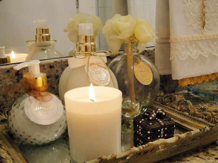 Sempre acendo as velas dos banheiros também quando recebo visitas, fica mais aconchegante e deixa uma fragrância ótima no ambiente