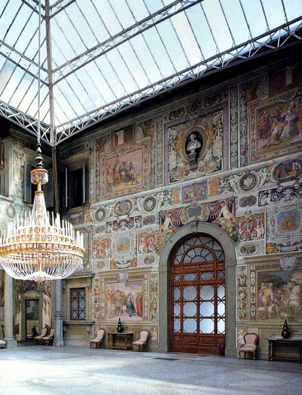 813 best italy italian culture images on pinterest for Casa classica villa medici