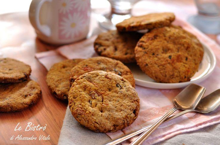 I Biscotti ai mirtilli cioccolato e nocciole sono dei golosi biscotti perfetti per la merenda o la colazione. Buonissimi e salutari!