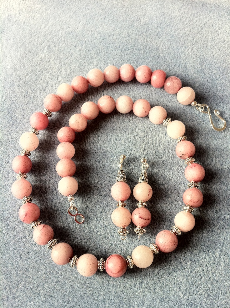 SOLD £25 Pink Necklace set!