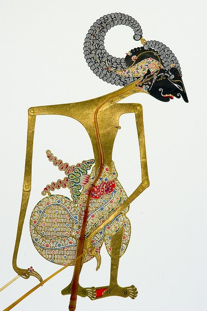 Name : Arjuna Wanda / The creature and face style's name : Wanda Gendreh. Only use for while Arjuna sad. According to Javanese dalangs, Arjuna's life was full of adventures. It's believed that even on his way to and from retreats he constantly ran into ferrocious giants and attractive young ladies. Regarded as the most skillfull of Kesatria warriors. Arjuna had saved heavens from attacking giants by firing his arrow. The arrow-known as Pasopati-pierced the tip of the tounge, split the roof…