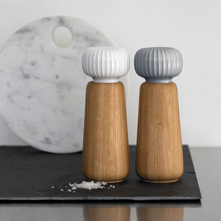 This beautiful marble and white-coloured grinder can be matched with the other grinders in the Hammershøi series, so that you have grinders for all your favourite spices.