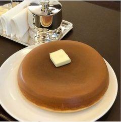 南青山の乃木坂にあるウエスト青山ガーデンのホットケーキがめちゃくちゃ美味しかったです(Д)  友人とお茶をしに立ち寄ってみました以前から友人はお店を知っておりホットケーキの事もオススメでした外はカリッと中はふわっとなんともいえない美味しさですヽ()ノ  女子は絶対これ食べてほしいかな(-) tags[東京都]