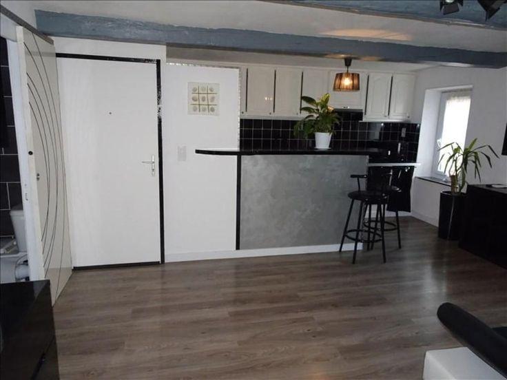 Narbonne, joli appartement type 3 au 2ème étage d'une petite copropriété comprenant : séjour cuisine équipée (lave linge, réfrigérateur, hotte, plaque vitro, micro-ondes, four) - 2 chambres - salle d'eau wc - chauffage climatisation révesrible par pompe à chaleur - double vitrage pvc - Sh = 43.61 m2 - DPE F avant changement des menuiseries nombre de lots : 4 charges 300 euros/an