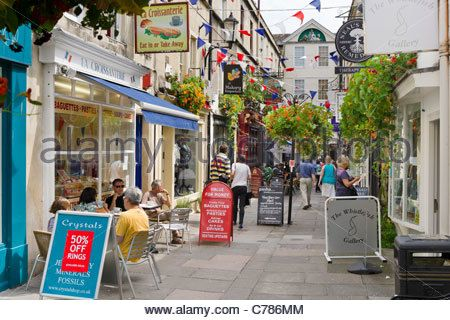 Shops and cafes on Northumberland Place in the city centre, Bath, Somerset, England, UK - Stock Photo