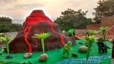 Maqueta de volcán de la era de los dinosaurios