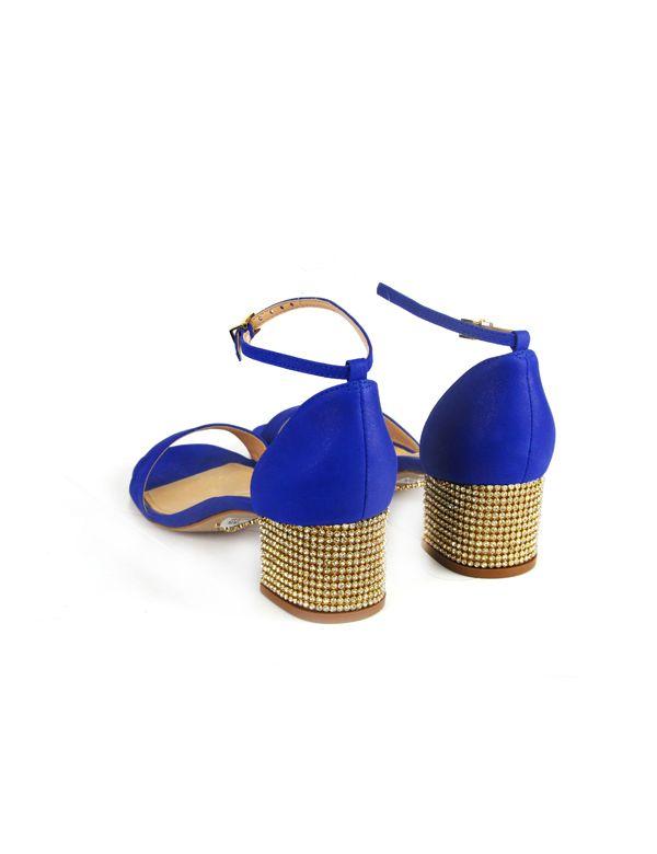 Sandália de couro perolizado com salto cravejado de cristais. Cristófoli verão 2015
