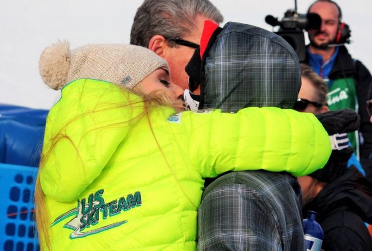 Toothless Tiger Woods cheers on Lindsey Vonn at World Cup race