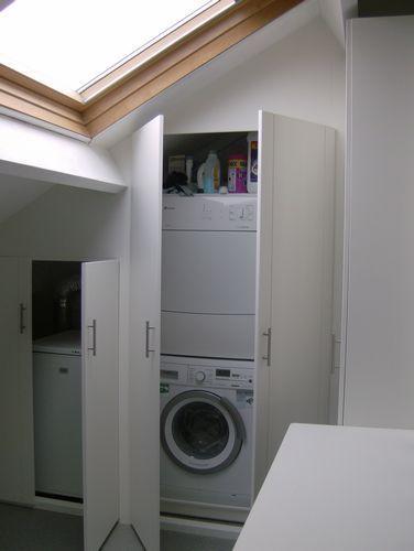 25 beste idee n over slaapkamer op zolder berging op pinterest zolderopslag slaapkamer op - Idee kast onder helling ...