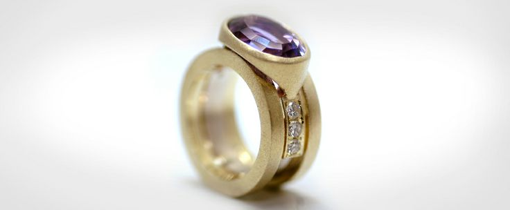 Let the powers combine!  Van allemaal oude sieraden deze ring gemaakt. Ook de stenen komen uit de oude sieraden.