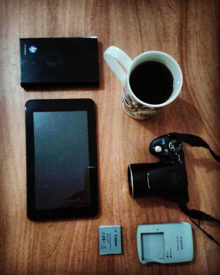 Tener a mano tus herramientas de trabajo te permitirá estar en el momento justo siempre.  Por eso nunca dejo mi taza de café... :) !Feliz Domingo!  Síguenos:  @publiciudadmcy @publiciudadmcy @publiciudadmcy.  #publicidad #eventos #Coaching #drones #camara  #asesoriadenegocios  #cafe #chocolate #cacao #salud #belleza #alimentacion #nutricion #imagen #empleos #emprendedora #negocios  #emprendedores #tiendas #empresas #estrategias #ventas #radio #tv #rrss #smm #seo #campaña #amorporlopropio…