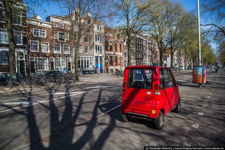 Самый маленький автомобиль на свете http://kleinburd.ru/news/samyj-malenkij-avtomobil-na-svete/  Даже кроха-Ока может казаться вместительным автомобилем, а велосипед — лимузином. Всё познаётся в сравнении. На улицах Амстердама часто встречаются такие странные машинки. Придуманные изначально как транспорт для инвалидов, они быстро завоевали популярность голландцев. Это же идеальный городской автомобиль! *публикуется повторно* 1 Узкие улицы, дорогое топливо и высокие налоги. Вот, что сделало…