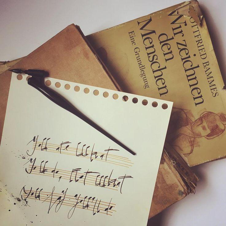 #u_fortype #u_fortype_16 #calligraphy #ink #u0026 #musicoflines #дапростятменямузыканты Обожаю старые книги и нотную грамоту, такая графика когда это пишется вручную! Ритм, воздух, движение- как волны, набегающие на линию берега, зависят от настроения и погоды...