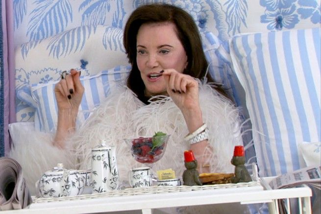 Patricia Altschul eating breakfast in bed in  season 2 episode 1 of Southern Charm.