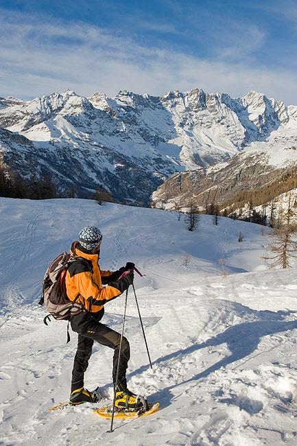 Facile ciaspolata fotografica nella bellissima conca di Cheneil, un corso base di un giorno nella neve.