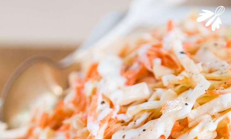 Le coleslaw qui déchire + sauce mayonnaise vegan #cru #vegan. 2 c à soupe de tahin 1 c à soupe de purée d'amandes blanches 1 c à soupe d'huile d'olive 1 c à soupe de lait de riz 1 c à café de miel d'acacia Un trait de tamari Quelques gouttes de jus de citron 1 tour de moulin à poivre