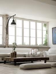 excelente ventanal y el detalle de la columna en ladrillo!!!