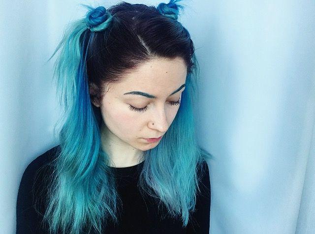 синие голубые бирюзовые волосы цветное окрашивание