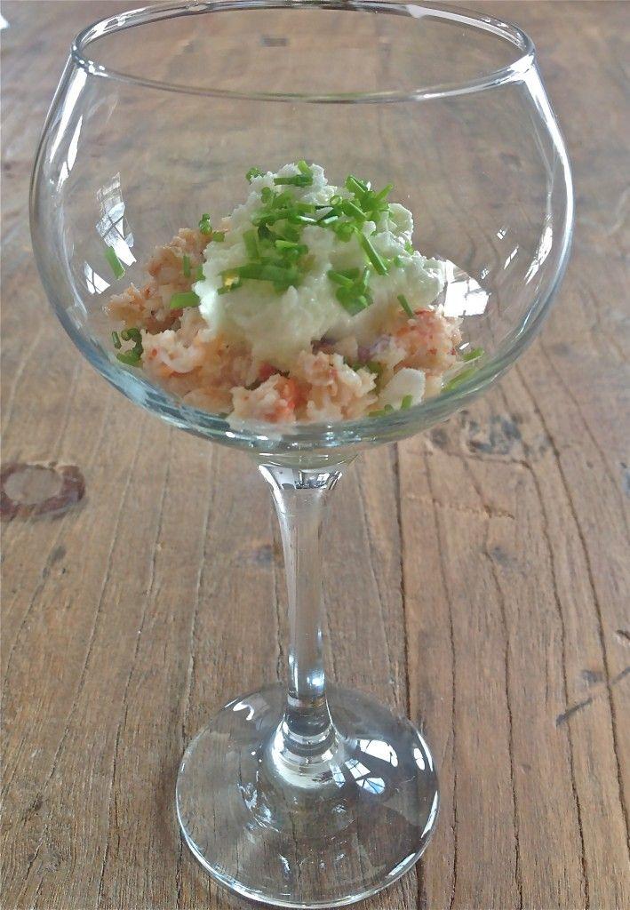 Glaasje met avocado, krab en appel-kwarktopping - www.truitjeroermeniet.be