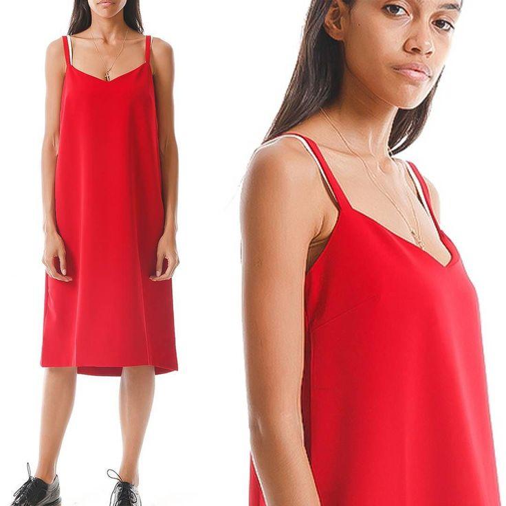Очаровать всех в грядущую пятницу тебе поможет красный сарафан I'll be back в бельевом стиле. Преимущество этого платья в том что к нему можно подобрать любую обувь а еще поиграть с формой добавив пояс ну или же надеть футболку или блузку под низ. Незаменимая вещь для ярких девушек с хорошей фантазией!  #gardbe #гардероб #платье #illbeback #русскиедизайнеры