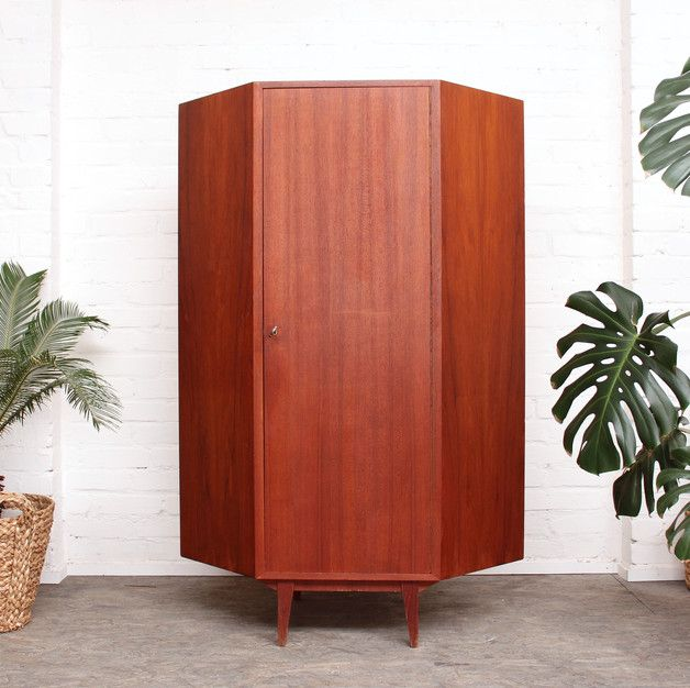 vintage schrank eck schrank aus teak holz im 60er jahre stil vintage wooden wardrobe retro. Black Bedroom Furniture Sets. Home Design Ideas