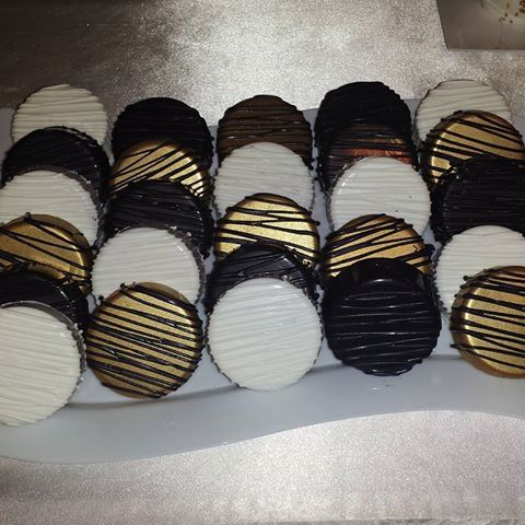 Chocolate Covered Oreos #SugarSweetOlivia #chocolate #oreos #black #white #gold #yum #sweet #party #birthday #drizzle #danielsgreat60 #daniels60thgreatgatsby
