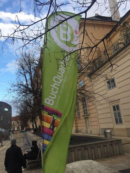 Willkommen im Buchquartier: In diesem Bericht geht es um den Besuch der kleinen, aber feinen Buchmesse im Museumsquartier in Wien.