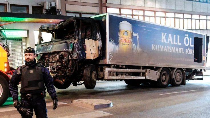 Die Front des Terror-Trucks ist völlig zerstört, trotzdem konnte der Täter fliehen