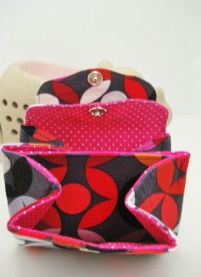 Super petit porte monnaie multi poches ! All wrapped up: Double Flap Pouch Tutorial Translation