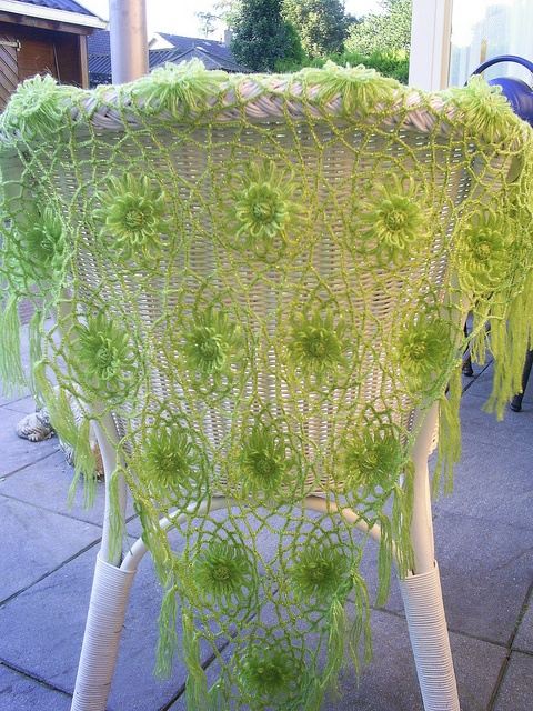 Beautiful!!!!!!!!!!  flower loom shawl by riavandermeulen, via Flickr
