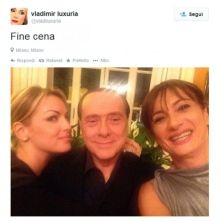 Il selfie pubblicati su Twitter con Francesca Pascale, Silvio Berlusconi e Dudù