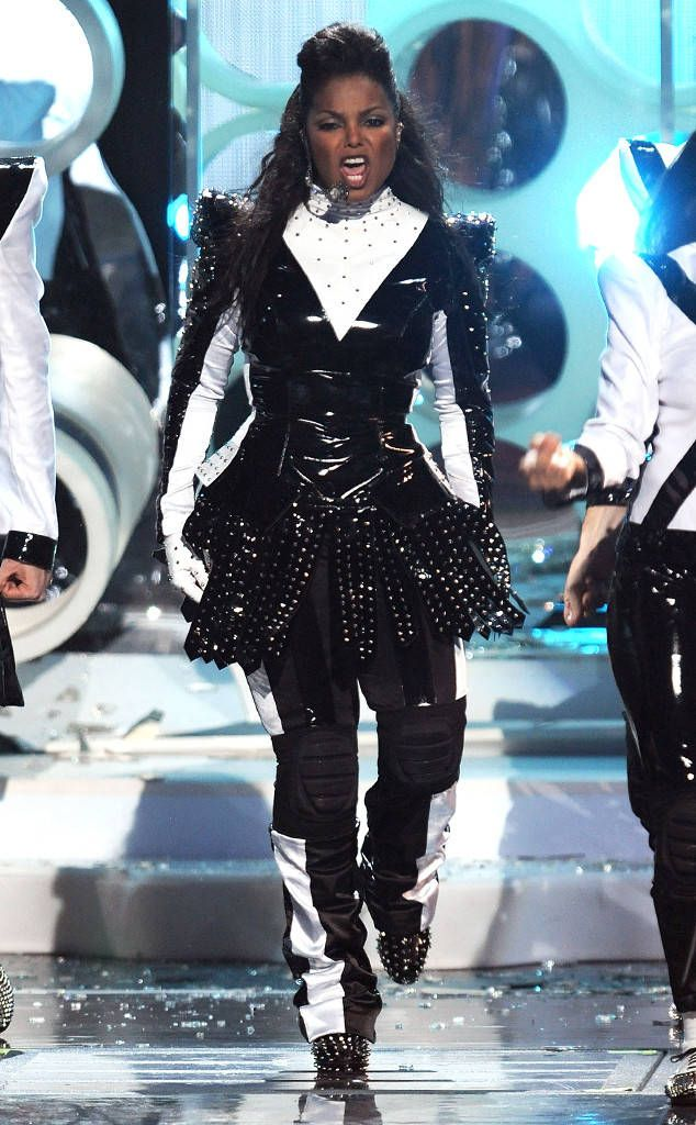 The star went for black and white all over at the 2009 MTV Video Music Awards in New York City.