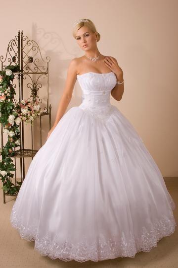 """Képtalálat a következőre: """"nagy abroncsos menyasszonyi ruhák"""""""