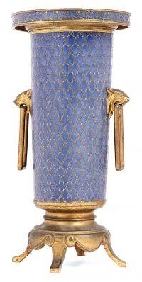 FERDINAND BARBEDIENNE Vase rouleau de style orientalisant en cuivre..., Orfèvrerie, Céramiques, Haute Epoque, Sculptures, Mobilier et Objets d'Art à Tajan | Auction.fr