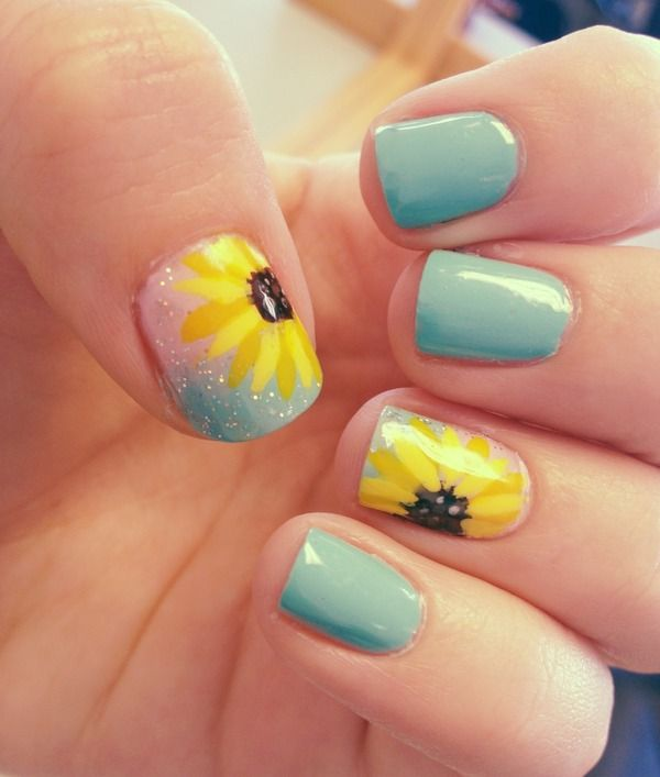 Blue Sunflower nails. Cute for summer!