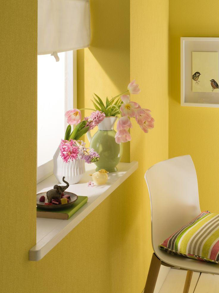Gelb ist die Farbe der Sonne. Sie steht für Licht, Leuchten, Strahlen, Wärme, Heiterkeit und Optimismus. Dieses Gefühl überträgt die Tapete aus der Kollektion Zuhause Wohnen IV in die eigenen vier Wände. Hersteller: Marburger Tapetenfabrik